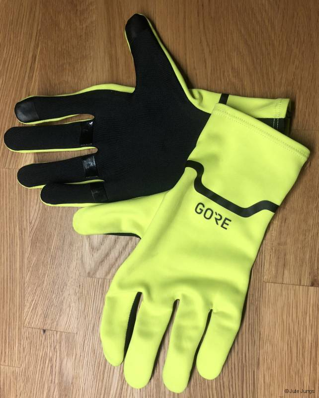 sehr dünne Gore-Handschuhe in auffälliger Farbe