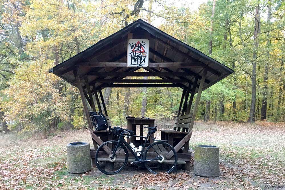1. Pause der Reise mit dem Rad nach Usedom an einem kleinen Unterstand
